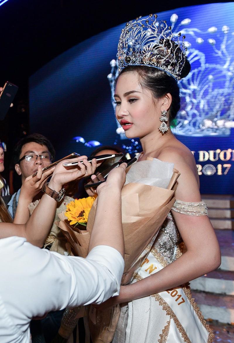 Tân Hoa hậu Đại dương phẫu thuật thẩm mỹ, xử sao? - ảnh 2