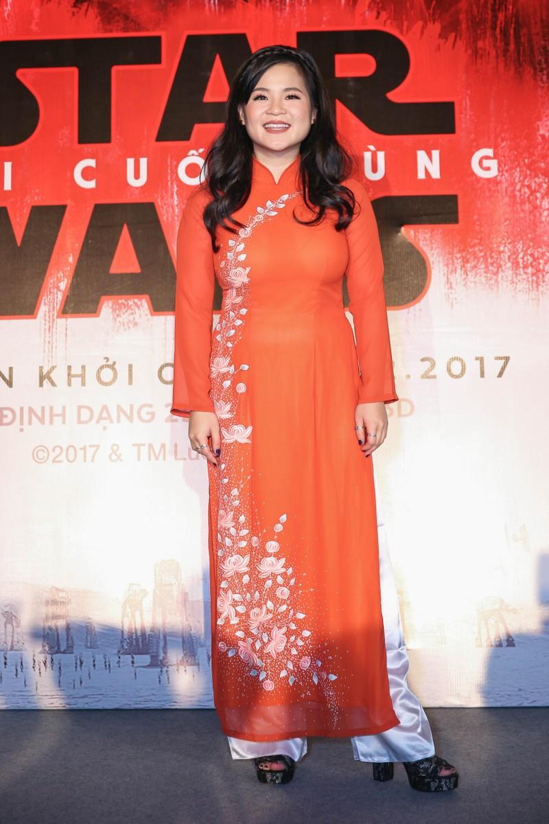 Cô gái nghe điện thoại gốc Việt vào đóng Star Wars - ảnh 2