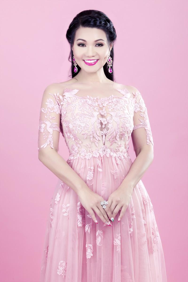 Hương Lan, Ngọc Huyền về nước trình diễn thời trang - ảnh 2