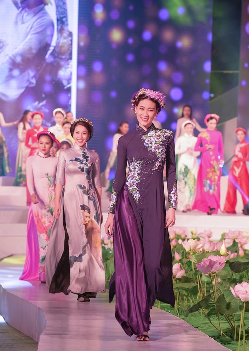 1.000 tà áo dài xuất hiện trên phố đi bộ Nguyễn Huệ - ảnh 5