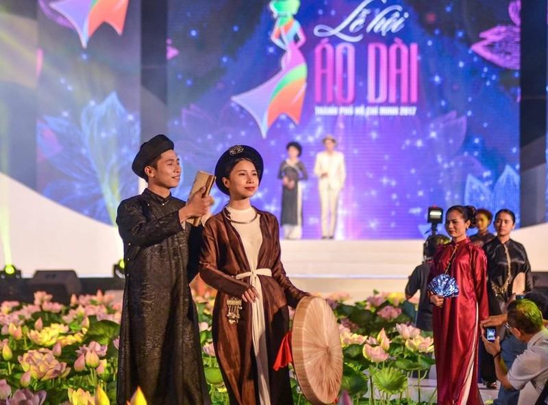 1.000 tà áo dài xuất hiện trên phố đi bộ Nguyễn Huệ - ảnh 3