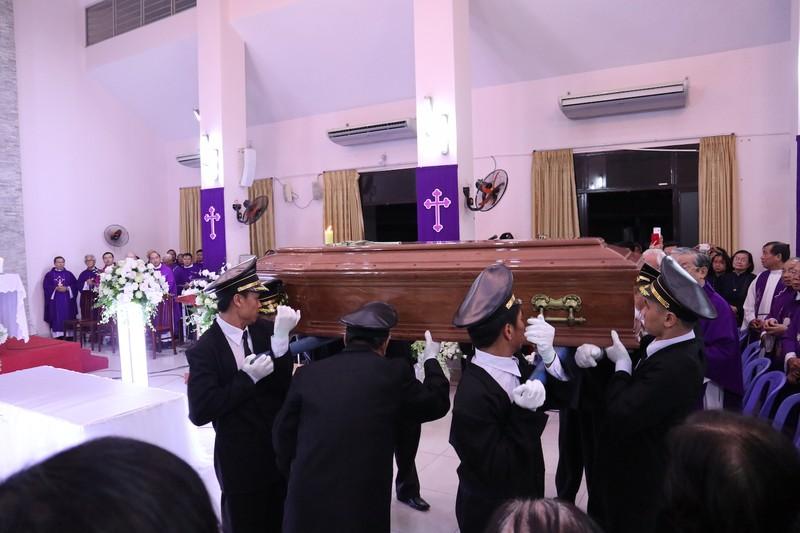 Hàng ngàn người dự Thánh lễ phát tang Đức Tổng Phaolô  - ảnh 4