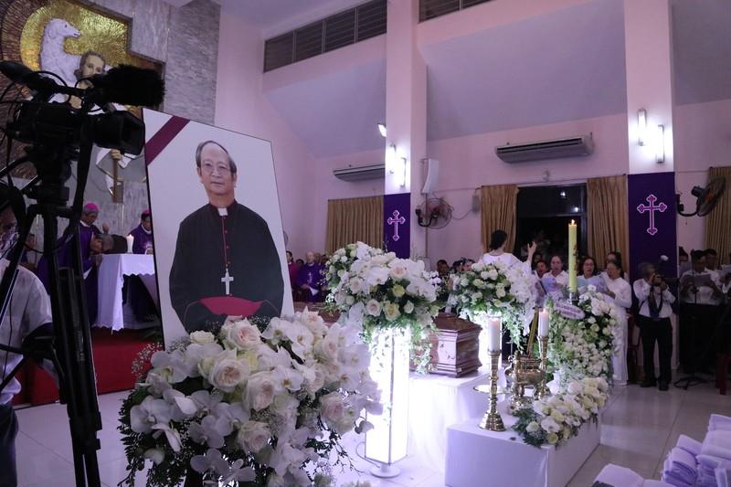 Hàng ngàn người dự Thánh lễ phát tang Đức Tổng Phaolô  - ảnh 8