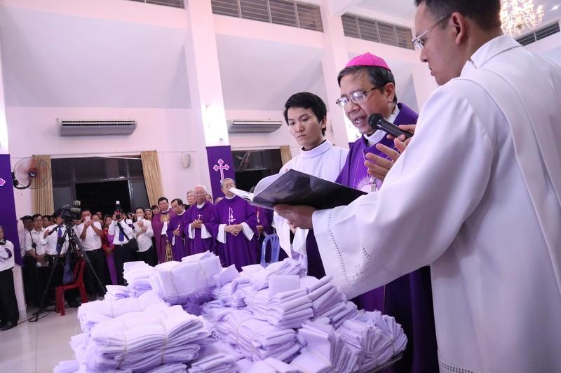 Hàng ngàn người dự Thánh lễ phát tang Đức Tổng Phaolô  - ảnh 6