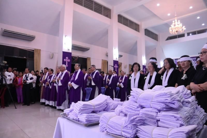 Hàng ngàn người dự Thánh lễ phát tang Đức Tổng Phaolô  - ảnh 7