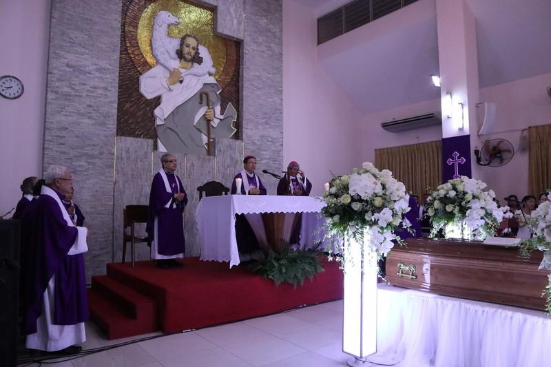 Hàng ngàn người dự Thánh lễ phát tang Đức Tổng Phaolô  - ảnh 5