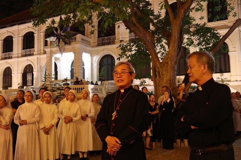 Hàng ngàn người dự Thánh lễ phát tang Đức Tổng Phaolô  - ảnh 10