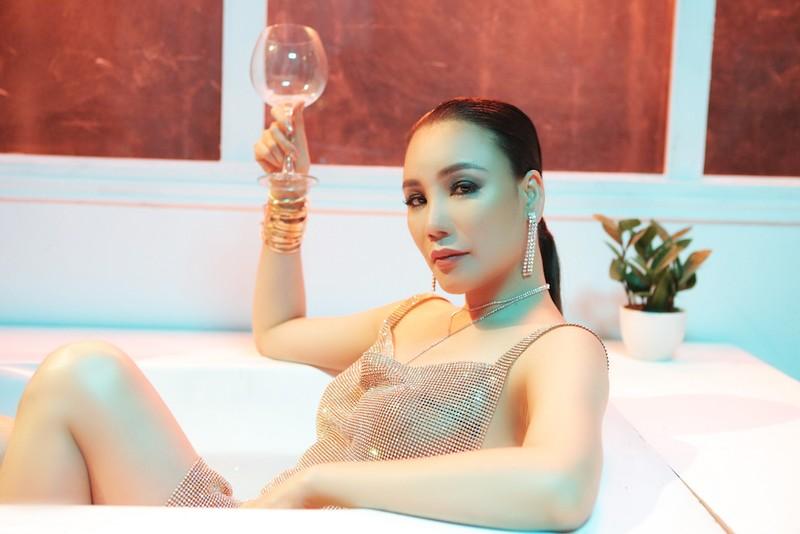 Hồ Quỳnh Hương hết thùy mị, trở lại chất 'chịu chơi' - ảnh 3