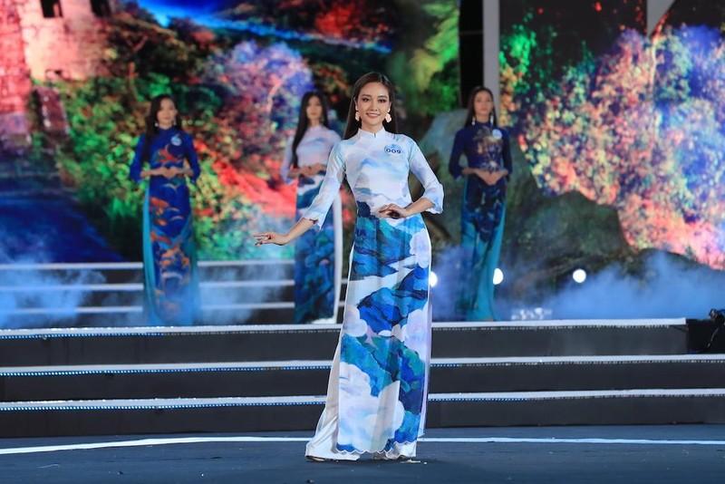 Áo dài hình ảnh đèo Hải Vân giúp Lương Thùy Linh đăng quang - ảnh 4