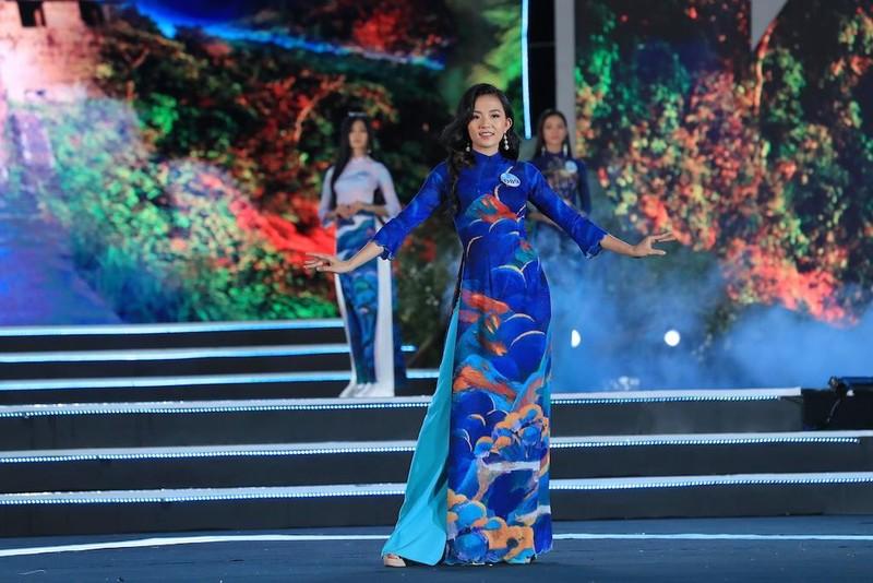 Áo dài hình ảnh đèo Hải Vân giúp Lương Thùy Linh đăng quang - ảnh 5