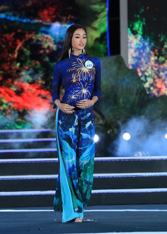 Áo dài hình ảnh đèo Hải Vân giúp Lương Thùy Linh đăng quang - ảnh 3
