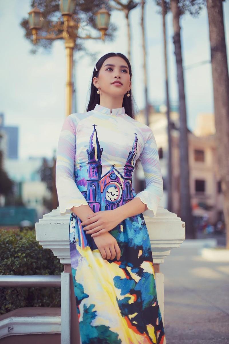 Ngắm hoa hậu Tiểu Vy dịu dàng trong áo dài về Sài Gòn - ảnh 6