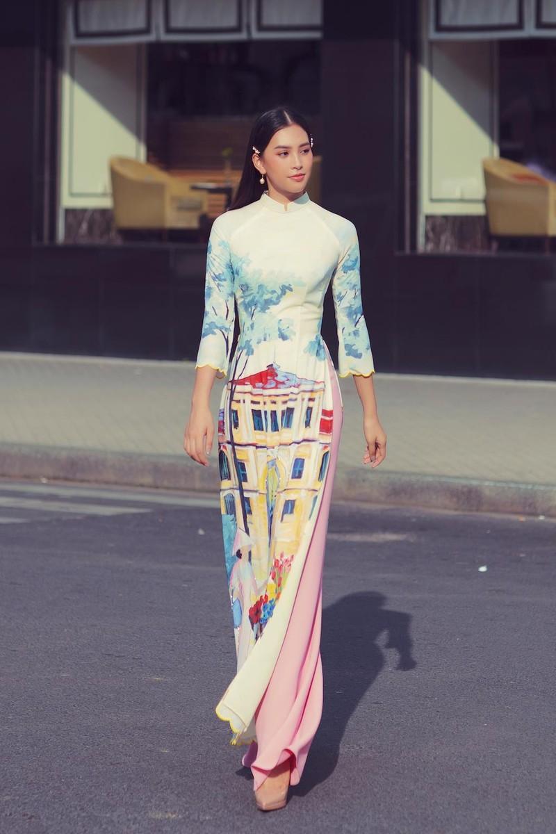 Ngắm hoa hậu Tiểu Vy dịu dàng trong áo dài về Sài Gòn - ảnh 7