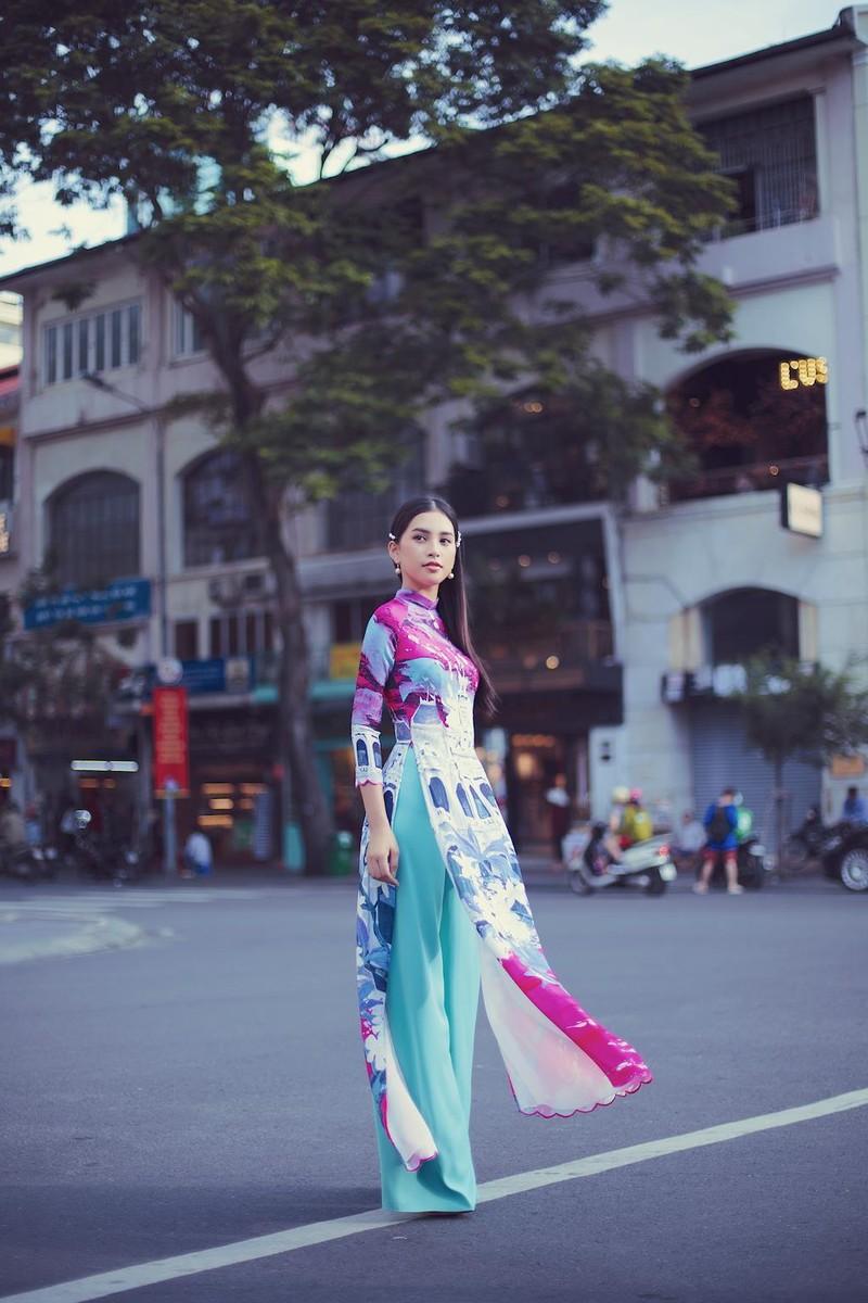 Ngắm hoa hậu Tiểu Vy dịu dàng trong áo dài về Sài Gòn - ảnh 4