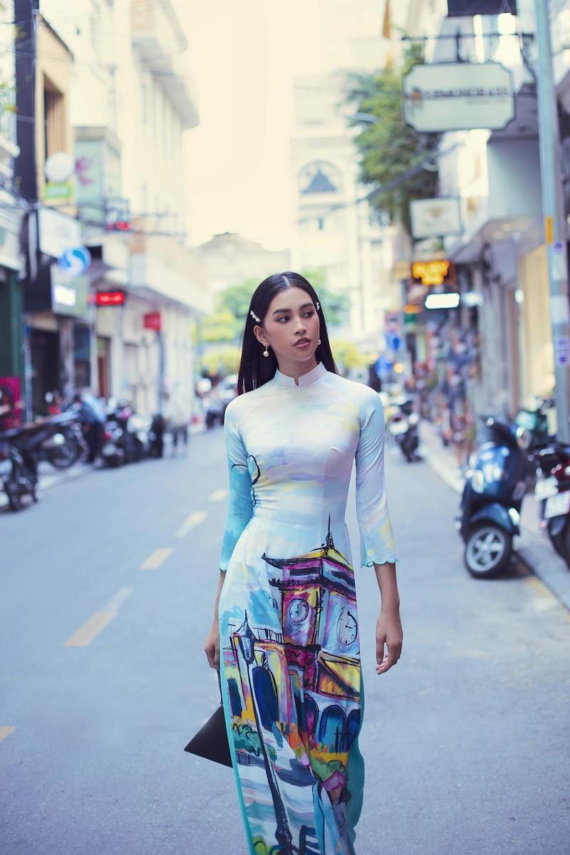 Ngắm hoa hậu Tiểu Vy dịu dàng trong áo dài về Sài Gòn - ảnh 5