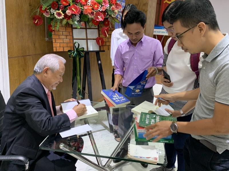 Giáo sư Phan Văn Trường và bộ ba 'Một đời...' - ảnh 3
