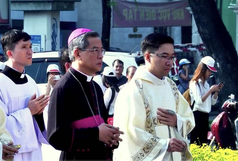 Đức cha Giuse Nguyễn Năng chính thức nhận Tổng giáo phận TPHCM - ảnh 2