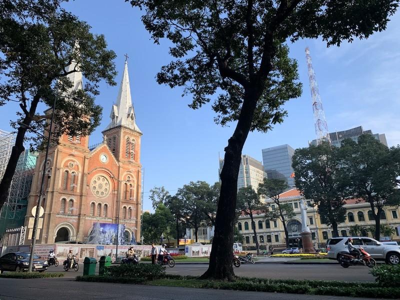Ít nhất 2025 mới xong việc trùng tu nhà thờ Đức Bà - ảnh 1