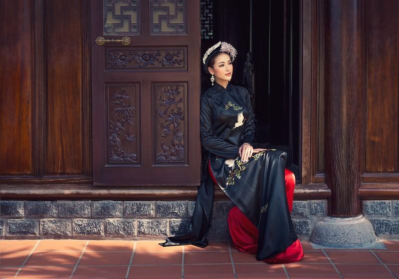 Minh Tú, Ngân Khánh lạ lẫm với áo dài lụa, lãnh truyền thống - ảnh 3