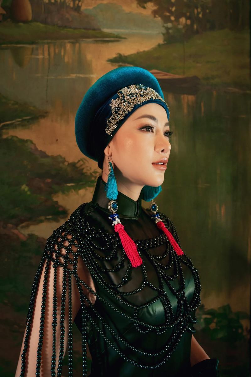 Minh Tú, Ngân Khánh lạ lẫm với áo dài lụa, lãnh truyền thống - ảnh 8