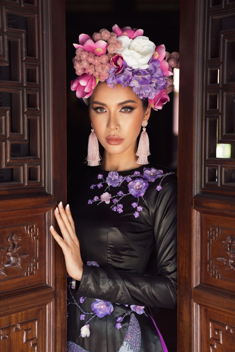 Minh Tú, Ngân Khánh lạ lẫm với áo dài lụa, lãnh truyền thống - ảnh 9