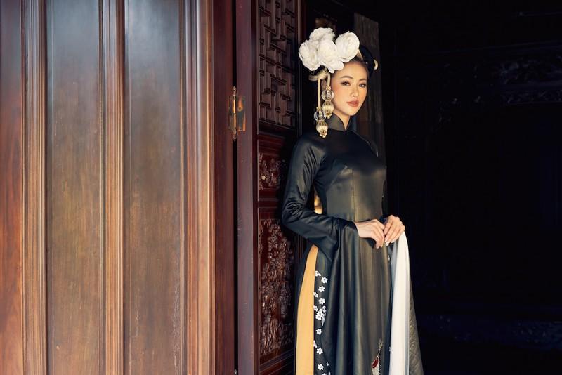 Minh Tú, Ngân Khánh lạ lẫm với áo dài lụa, lãnh truyền thống - ảnh 5
