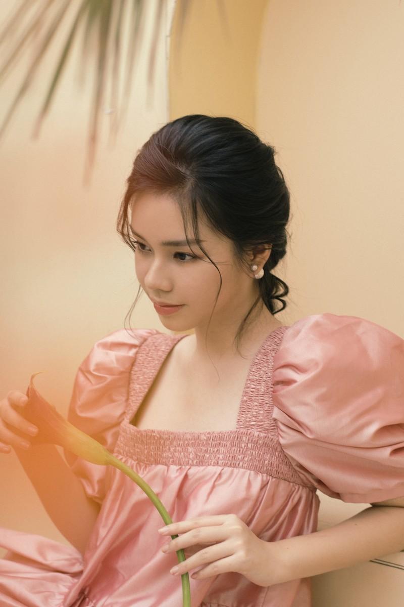 Trà My của phim 'Vợ ba' bất ngờ bên cạnh Juun Đăng Dũng - ảnh 2