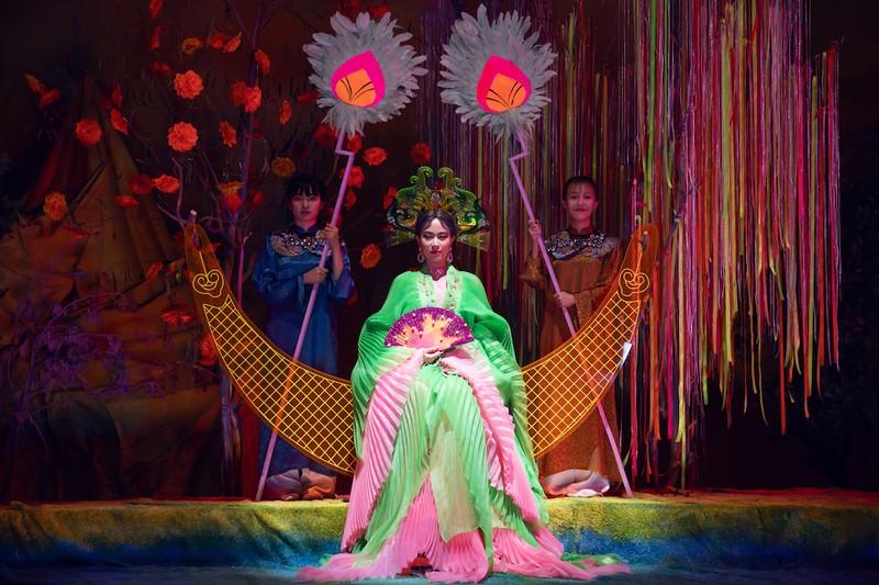 Hoàng Thùy Linh biến hóa với tranh Hàng Trống trong MV mới - ảnh 3