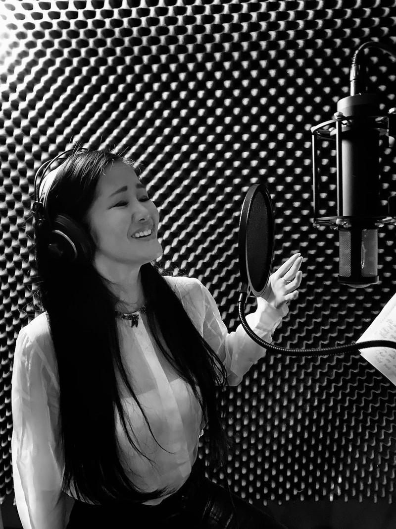 Hồng Nhung bất ngờ viết bài hát về những người chống COVID-19 - ảnh 1