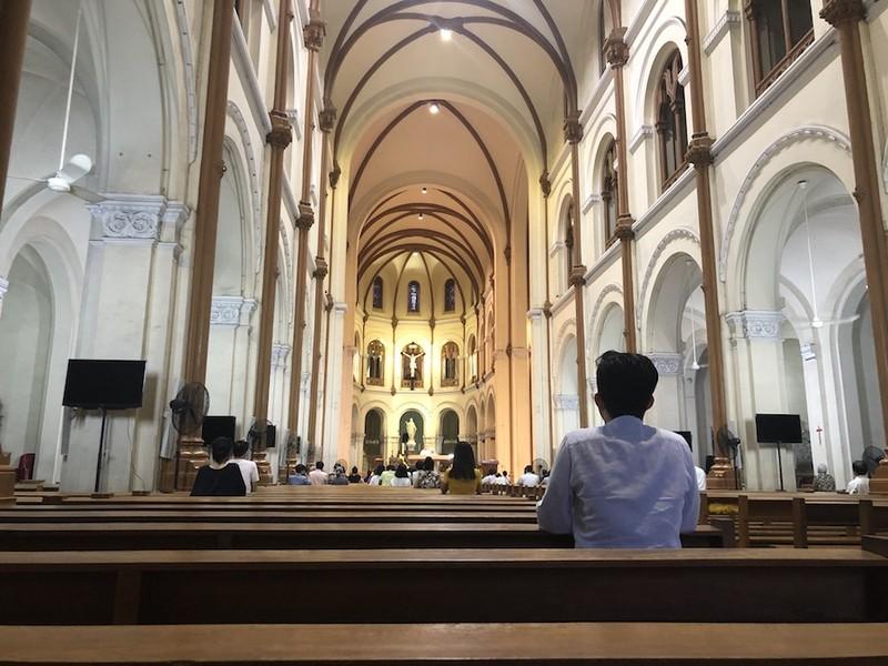 Nhà thờ, chùa… dần trở lại sinh hoạt tôn giáo bình thường - ảnh 1