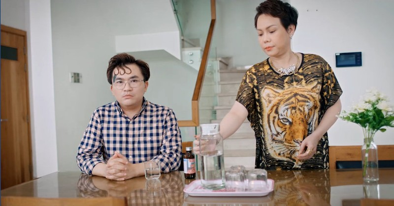 Việt Hương chửi như hát, ép mẹ tập tạ trên YouTube - ảnh 2