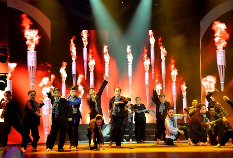 TP.HCM: Thiết kế sân khấu đặc biệt kỷ niệm ngày sinh Bác Hồ  - ảnh 1