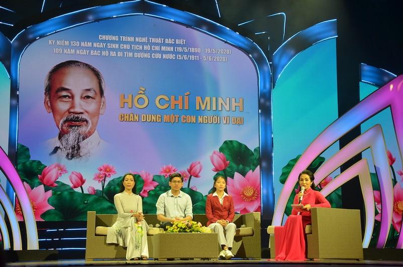 TP.HCM: Thiết kế sân khấu đặc biệt kỷ niệm ngày sinh Bác Hồ  - ảnh 2