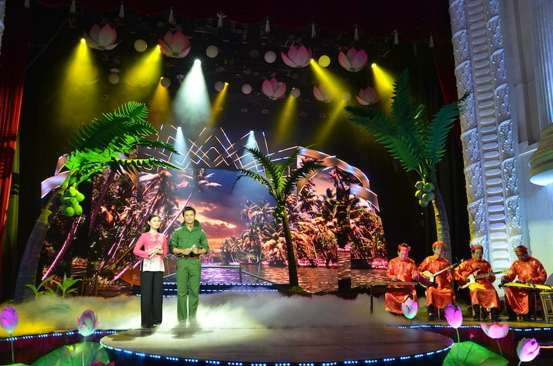 TP.HCM: Thiết kế sân khấu đặc biệt kỷ niệm ngày sinh Bác Hồ  - ảnh 3