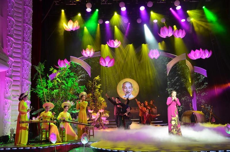 TP.HCM: Thiết kế sân khấu đặc biệt kỷ niệm ngày sinh Bác Hồ  - ảnh 5