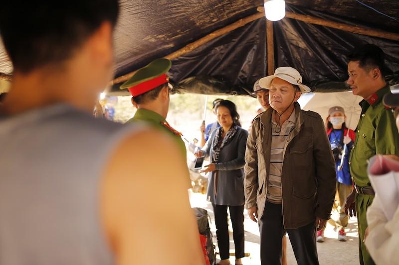 NSƯT Hữu Châu lần đầu tiên đóng phim về trekking - ảnh 2
