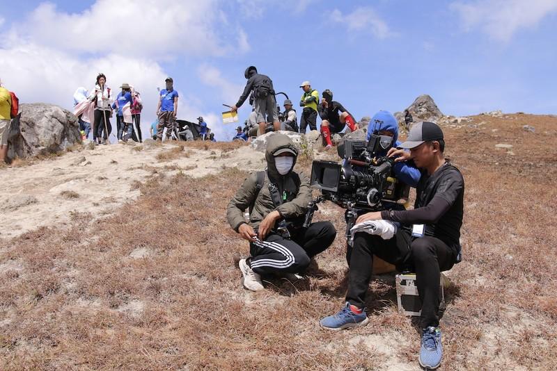 NSƯT Hữu Châu lần đầu tiên đóng phim về trekking - ảnh 6