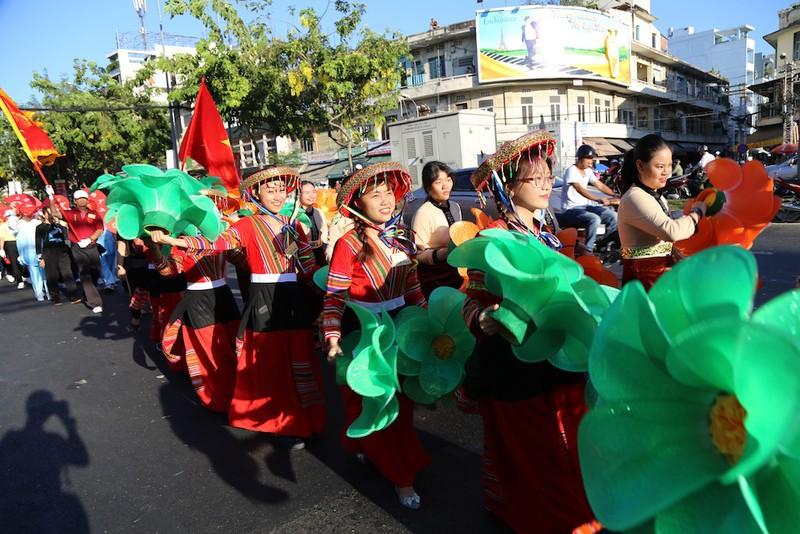 Rộn ràng lễ đón nhận di sản Tết Nguyên tiêu người Hoa quận 5 - ảnh 2