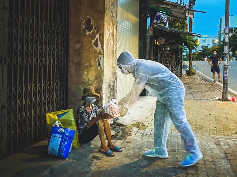 Chuyên gia đề xuất TP.HCM cần có trạm cứu tế, trạm trú ẩn… cho người nghèo  - ảnh 1