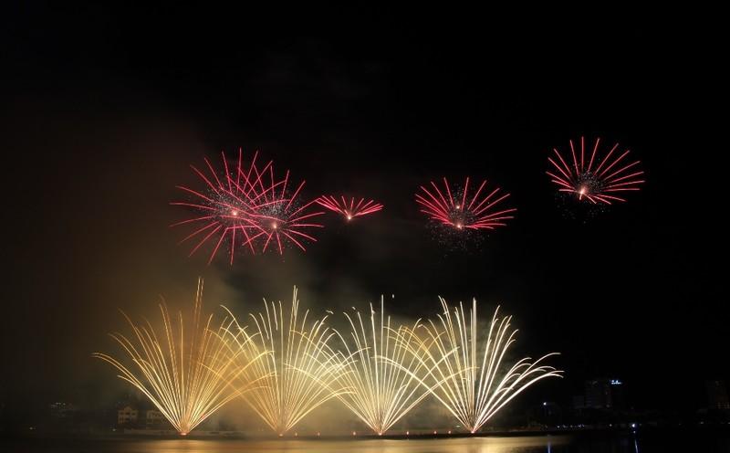 Tròn xoe mắt ngắm pháo hoa đậm chất Ý ở Đà Nẵng - ảnh 1