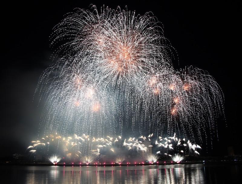 Tròn xoe mắt ngắm pháo hoa đậm chất Ý ở Đà Nẵng - ảnh 3