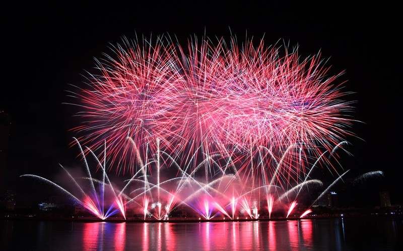 Tròn xoe mắt ngắm pháo hoa đậm chất Ý ở Đà Nẵng - ảnh 5