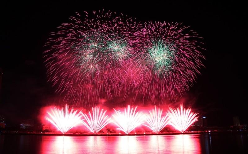 Tròn xoe mắt ngắm pháo hoa đậm chất Ý ở Đà Nẵng - ảnh 6