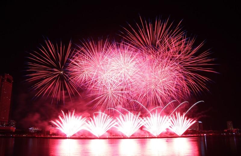 Tròn xoe mắt ngắm pháo hoa đậm chất Ý ở Đà Nẵng - ảnh 7