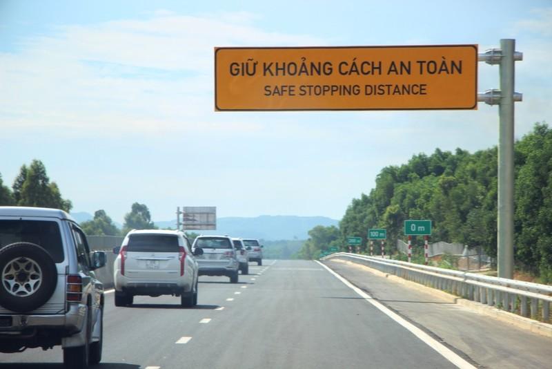 Nhà thầu Trung Quốc bị tố dùng bùn đắp cao tốc, Bộ GTVT nói gì - ảnh 1
