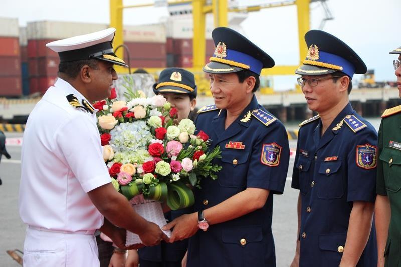 Tàu lực lượng bảo vệ bờ biển Ấn Độ cập cảng Đà Nẵng - ảnh 2
