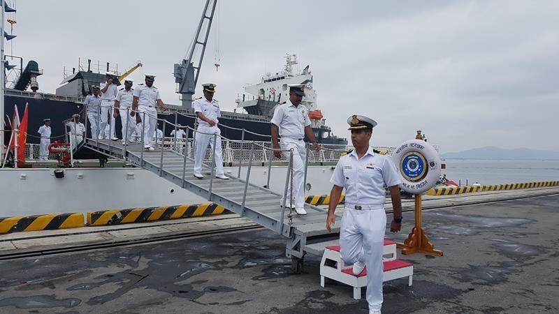 Tàu lực lượng bảo vệ bờ biển Ấn Độ cập cảng Đà Nẵng - ảnh 9