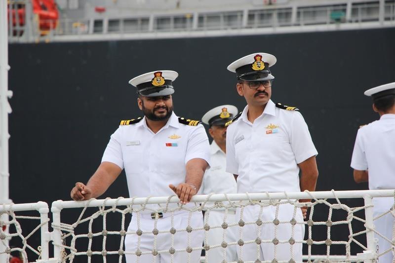 Tàu lực lượng bảo vệ bờ biển Ấn Độ cập cảng Đà Nẵng - ảnh 10