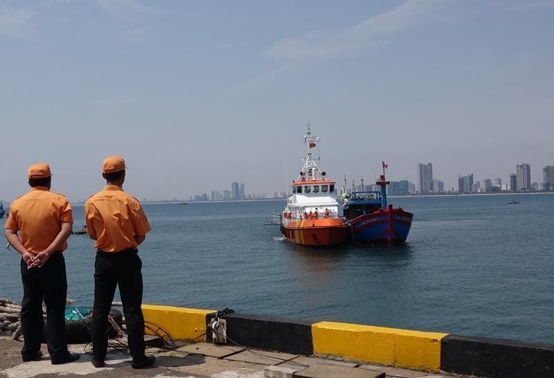 Vượt biển cứu 7 thuyền viên trên tàu bị hư hỏng, mất liên lạc - ảnh 2