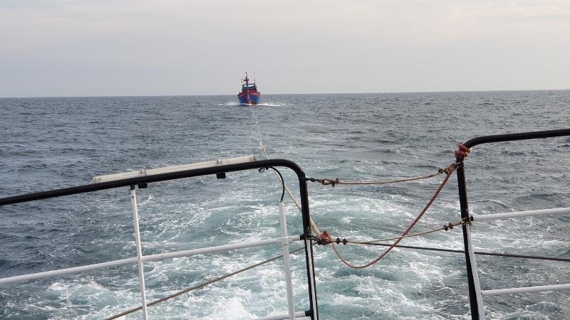 Vượt biển cứu 7 thuyền viên trên tàu bị hư hỏng, mất liên lạc - ảnh 1